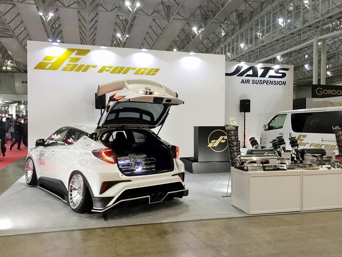東京オートサロン2018 エアサスブース展示 キャンギャル C-HR ハイエース