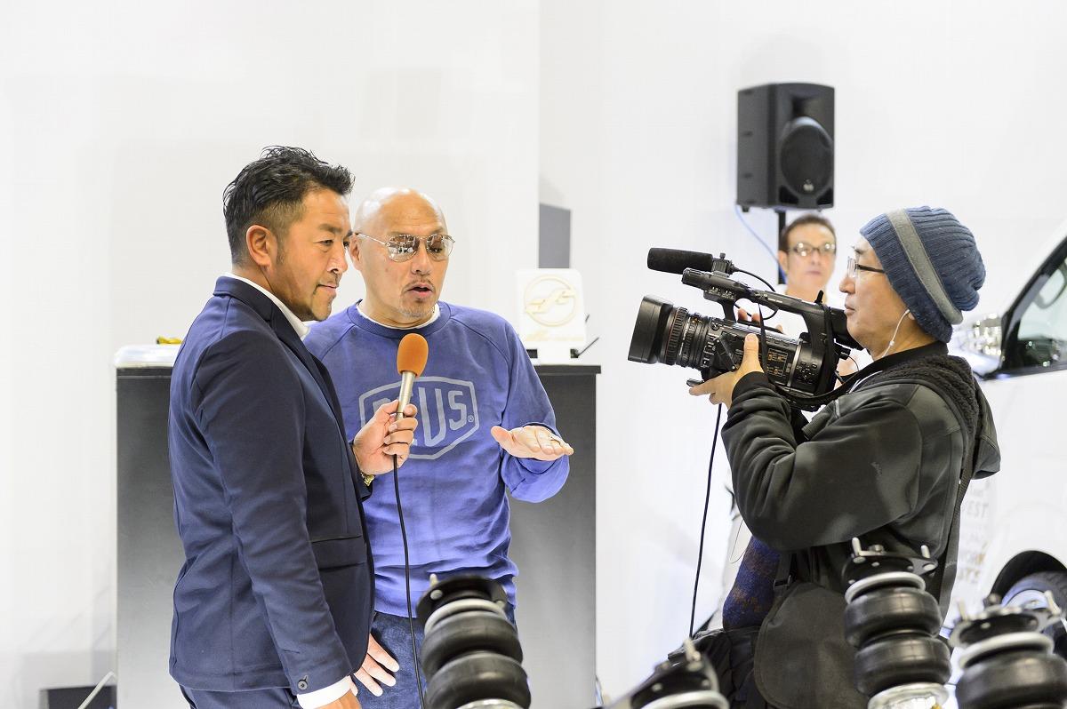 東京オートサロン2018 エアサスブース展示 テレビ取材